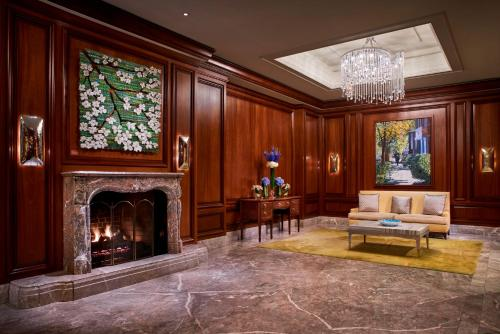 The lounge or bar area at The Ritz-Carlton, Tysons Corner