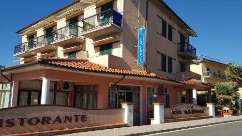 The facade or entrance of Hotel Villa Etrusca