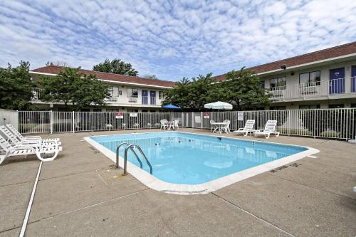 The swimming pool at or near Motel 6-Amherst, OH - Cleveland West - Lorain