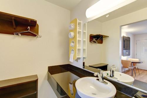 A bathroom at Motel 6-Amherst, OH - Cleveland West - Lorain