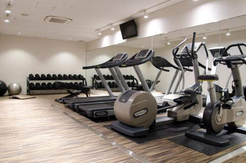 The fitness center and/or fitness facilities at Courtyard by Marriott Tokyo Station