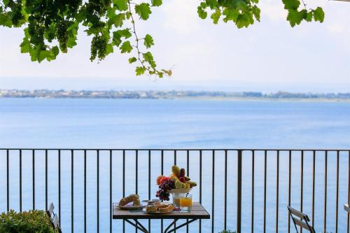A balcony or terrace at Hotel Henry's House