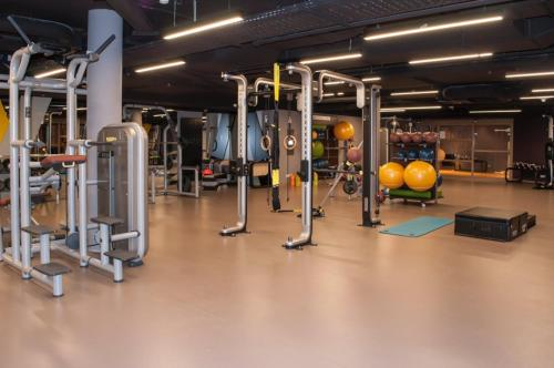 The fitness centre and/or fitness facilities at TITANIC Chaussee Berlin