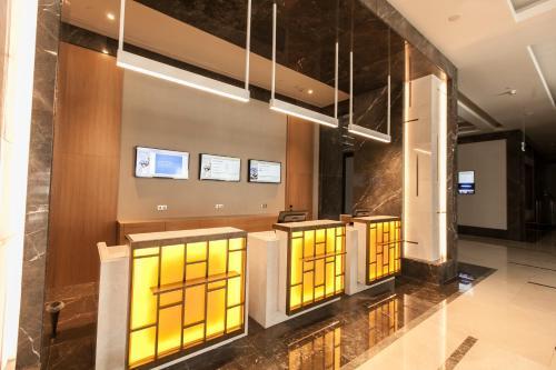 The lobby or reception area at Novotel Diyarbakir