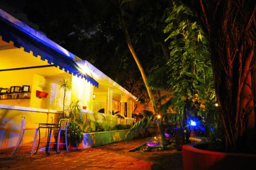 A porch or other outdoor area at Casa del Caribe Inn