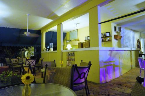 The lounge or bar area at Casa del Caribe Inn