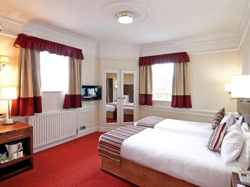A room at Wolverhampton Goldthorn Hotel