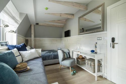 Część wypoczynkowa w obiekcie Willa Błękit Hotel & Restauracja by Dorota Szelągowska