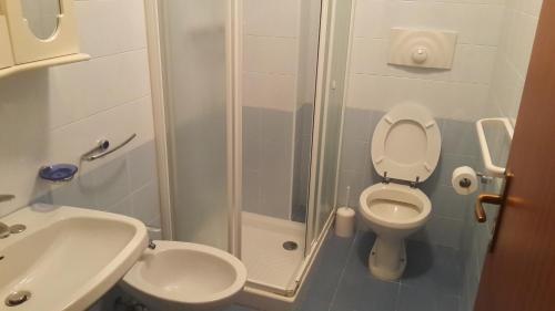 A bathroom at Albergo Boccaccio