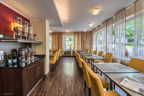 A restaurant or other place to eat at Hotel Lousberg