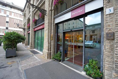 Fachada o entrada de Mercure Parma Stendhal