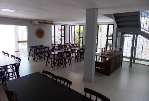 Um restaurante ou outro lugar para comer em Atlas Hotel