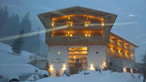 Alpine Hotel Gran Foda' during the winter