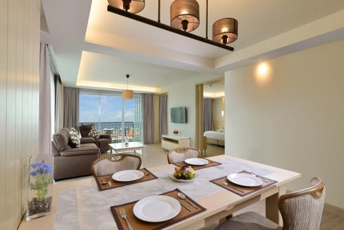 A seating area at Hisea Huahin Hotel