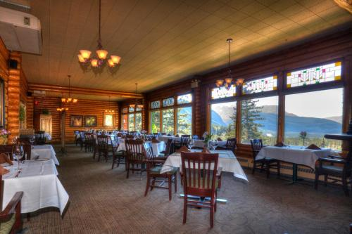 A restaurant or other place to eat at Overlander Mountain Lodge
