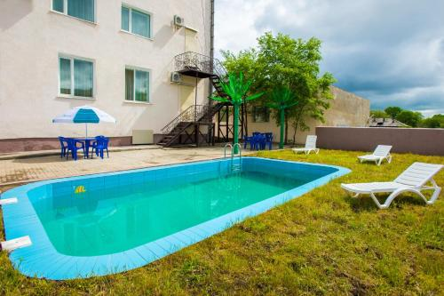 Бассейн в Отель Плаза или поблизости