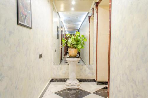 Фасад или вход в Отель Елена