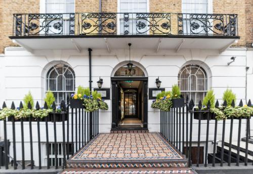 The facade or entrance of Park Avenue Baker Street