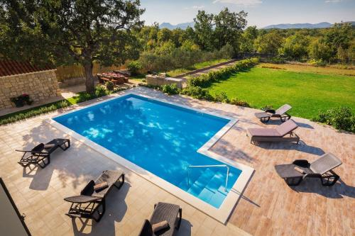 A view of the pool at Villa Mery or nearby