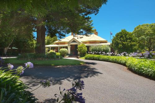 A garden outside Vacy Hall Toowoomba's Grand Boutique Hotel Since 1873