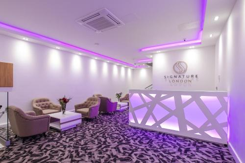 The lobby or reception area at Signature London