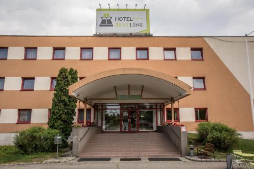 The facade or entrance of Homoky Hotels Bestline Hotel