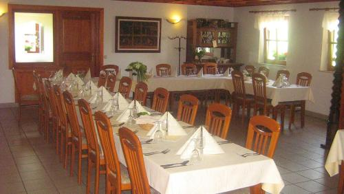 A restaurant or other place to eat at Tourist Farm Joannes