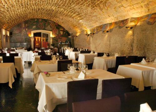 Een restaurant of ander eetgelegenheid bij Hotel Abat Cisneros Montserrat