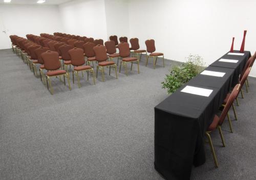 Área de negócios e/ou sala de conferências em Esplanada Brasilia Hotel e Eventos
