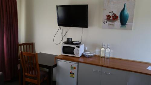 Coffee and tea-making facilities at Kaniva Midway Motel