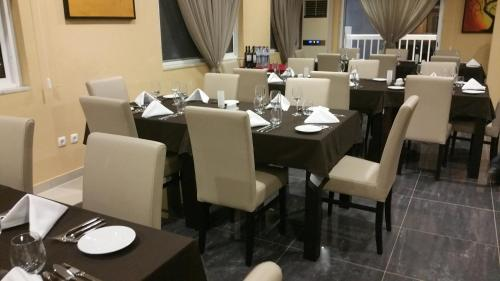 A restaurant or other place to eat at Hotel Império