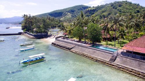 Pemandangan kolam renang di D'Tunjung Resort & Spa atau di dekatnya