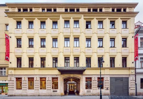 Facaden eller indgangen til Grand Majestic Hotel Prague