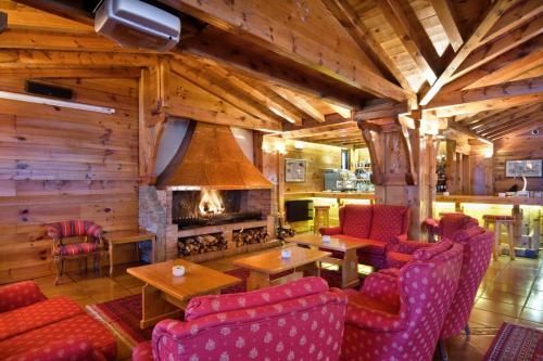The lounge or bar area at Rutllan & Spa