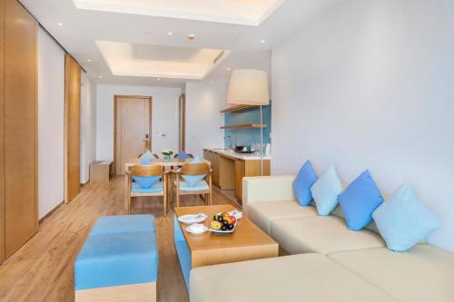 The lounge or bar area at FLC Luxury Hotel Quy Nhon