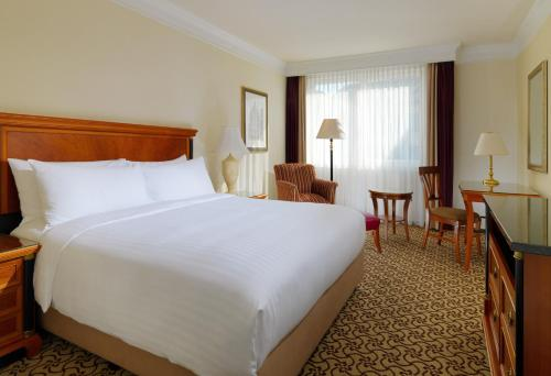 A bed or beds in a room at Leipzig Marriott Hotel