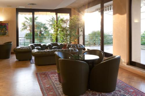 The lounge or bar area at Hotel San Michele