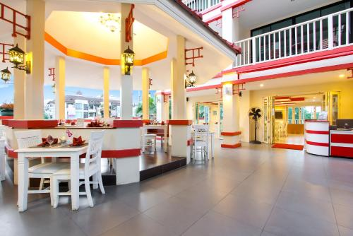 A restaurant or other place to eat at Kiang Haad Beach Hua Hin