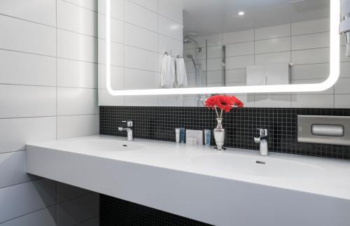 Łazienka w obiekcie Thon Hotel Orion