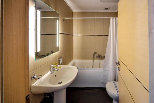 A bathroom at Astoria