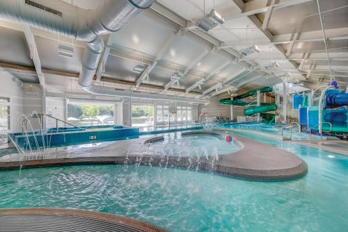 The swimming pool at or near Beachwoods by Diamond Resort