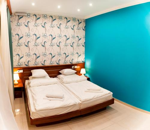 A bed or beds in a room at Mia Casa Hotel Yerevan