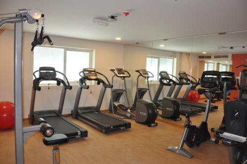 Фитнес-центр и/или тренажеры в Fortune Park Hotel
