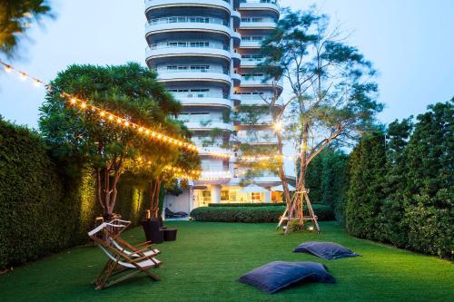 A garden outside Viva Garden Serviced Residence