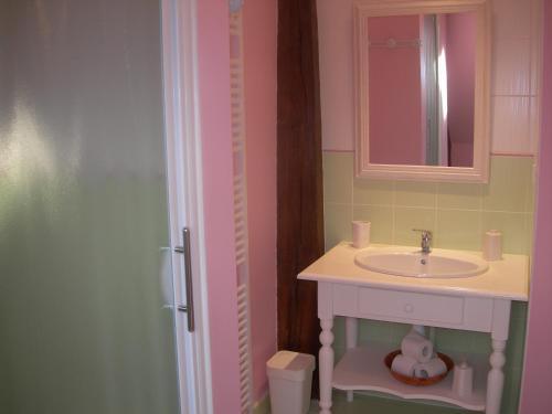 Salle de bains dans l'établissement Chambres d'hôtes Les Charmettes