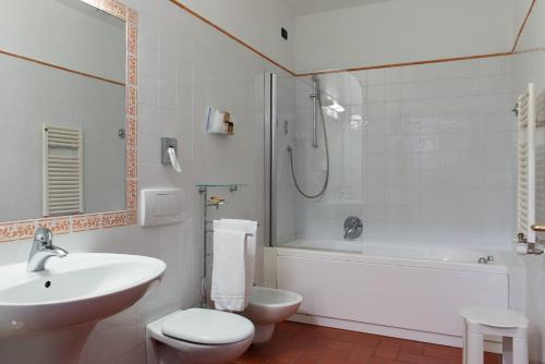 A bathroom at Hotel Caravaggio