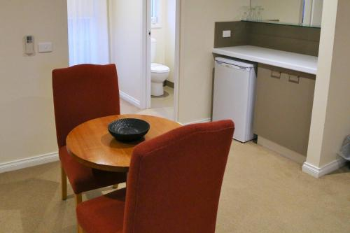 A kitchen or kitchenette at Allansford Hotel Motel