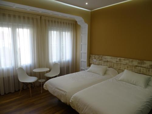 A bed or beds in a room at Urban Burgos