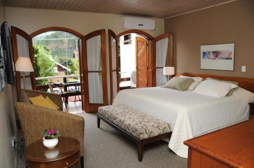 A bed or beds in a room at Pousada Villa Capivary Campos do Jordão