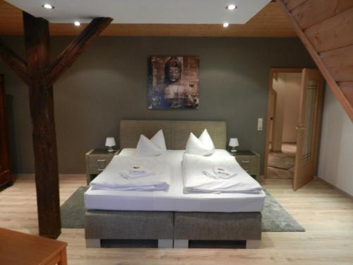 A bed or beds in a room at Hotel Altes Badehaus